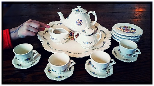 Tea Set by Maryan